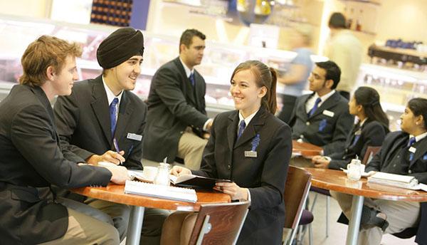 Ứng dụng phần mềm nhân sự trong việc kinh doanh nhà hàng khách sạn